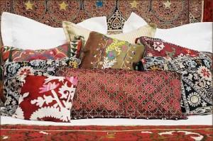 восточные подушки с узором