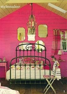 яркие цвета спальня