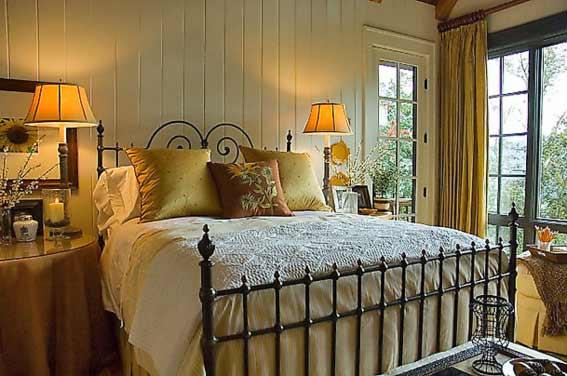 Спальня кованая кровать