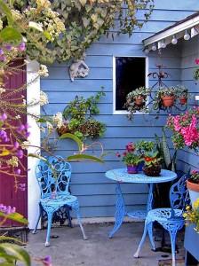 столик стулья дача пикник декор цветы кашпо