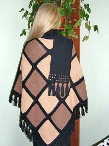 пончо с воротником-шарфом на спицах