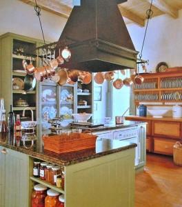 кухня винтаж медные ковши сельский стиль