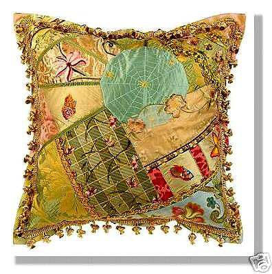 подушка с аппликацией из кусочков ткани хенд-мейд