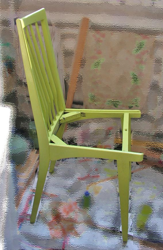 Покрасила стул небольшой малярной кистью из щетины.  Вот такой он получился.