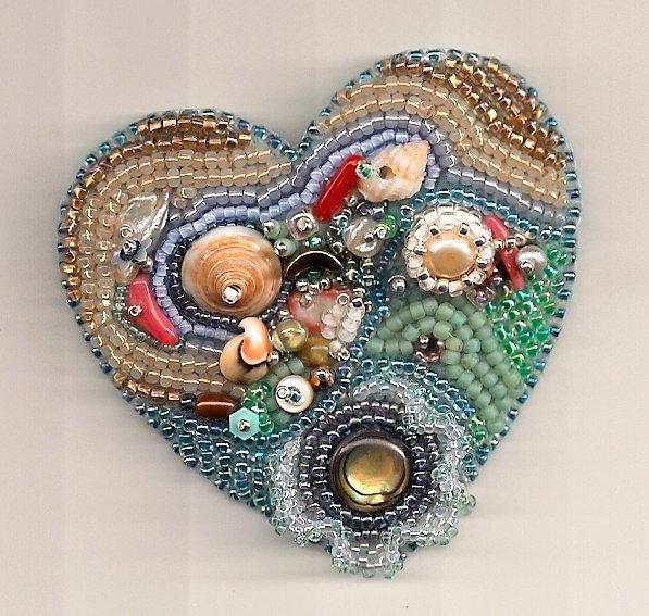 сердце вышитое бисером. сердце вышитое бисером с ракушками.