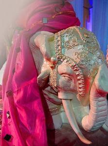 декорирование свадьбы индийский слоник