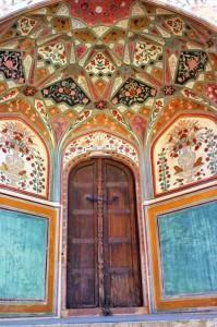 роспись на входе в индии