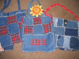 А эта сумка из старых джинсов.