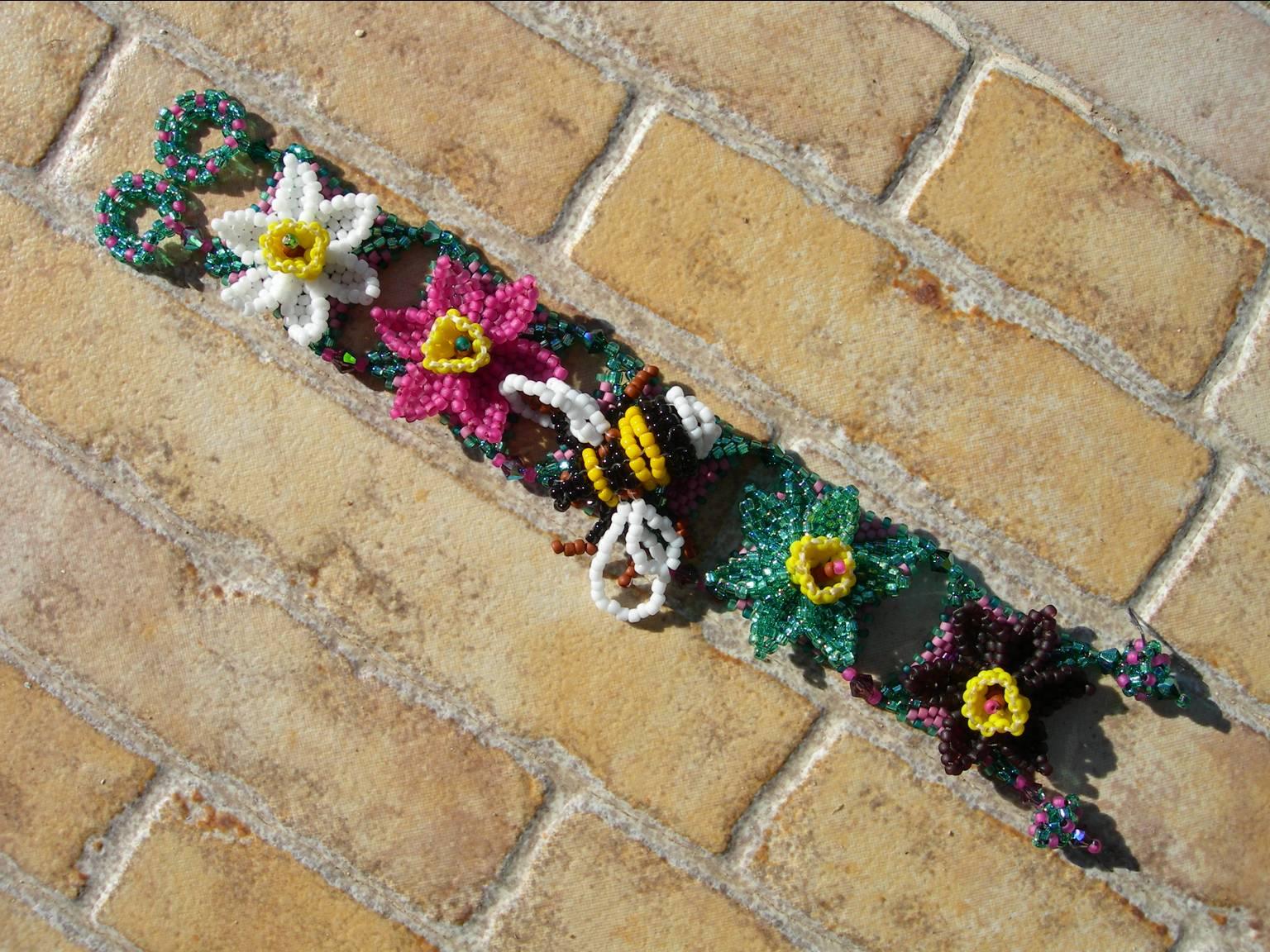 браслет из бисера с цветами