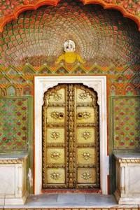 декорирование роспись входа индийские узоры