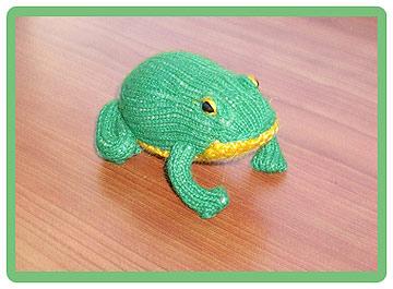 игрушка связанная спицами лягушка