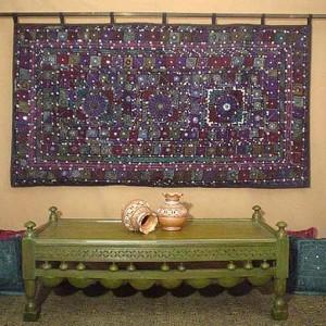 индийский коврик на стене