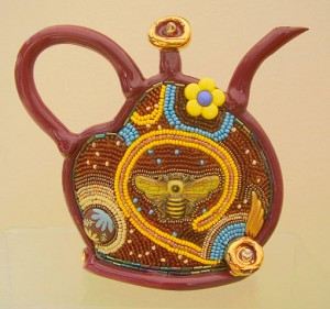 чайник из глины и бисера