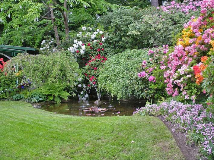 японский сад - фонтанчик в пруду