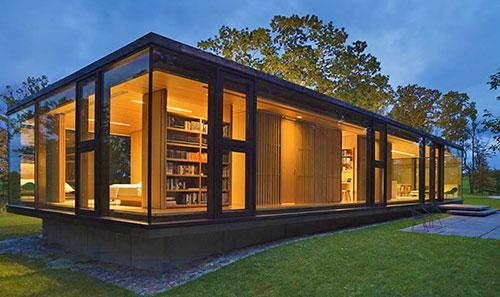 Одноэтажный стеклянный дом