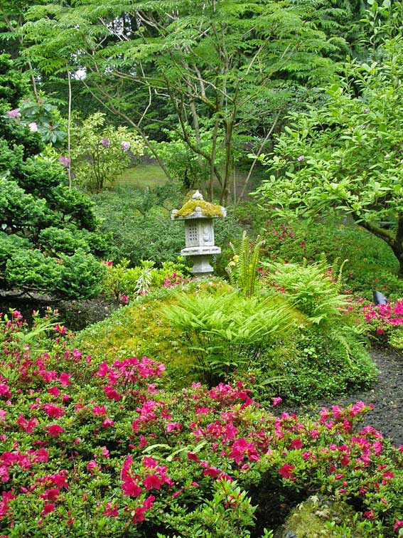 японский сад - каменный фонарик