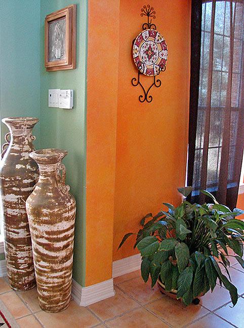 интерьер в мексиканском стиле - большие вазы
