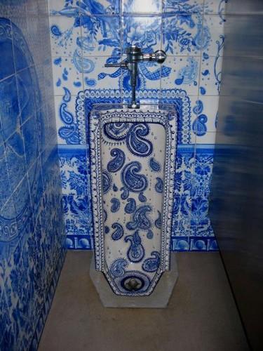 интерьер туалета под гжель