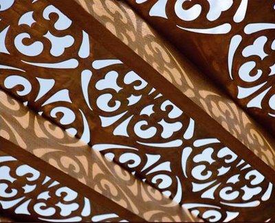 восточный декор - резной потолок навеса патио