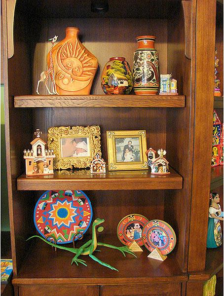 оформление стеллажа в мексиканском стиле