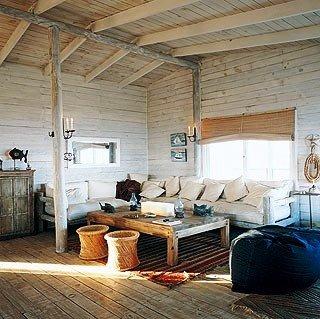 интерьер деревянной гостиной в сельском стиле