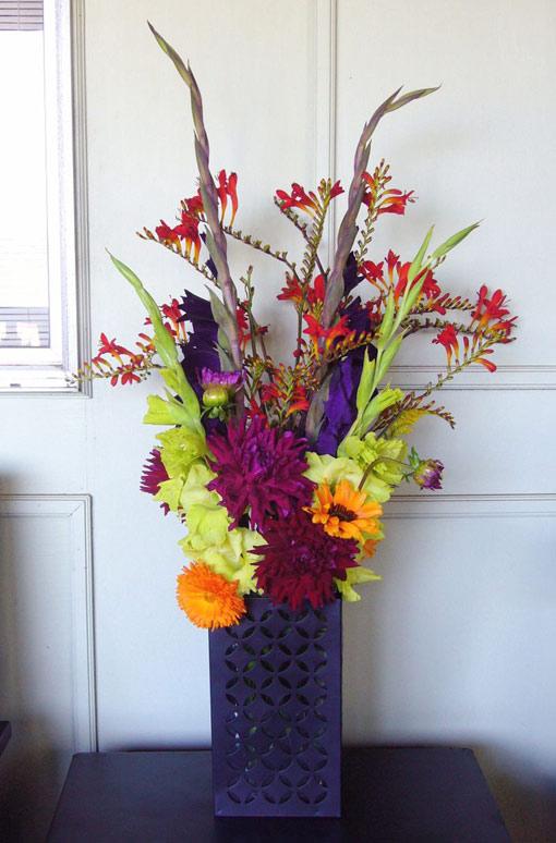 цветы в лиловом интерьере