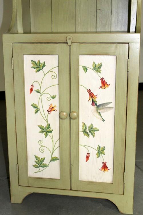 Роспись на дверцах буфета