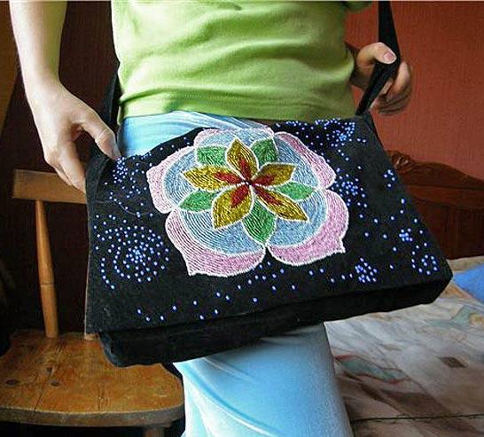 Представляю сумочки вышитые бисером для вдохновения (без схем.