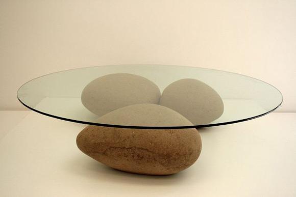 стол на камнях