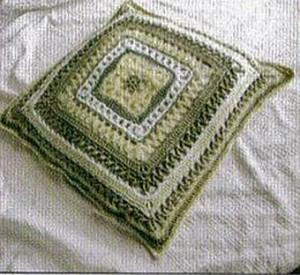подушка связанная крючком