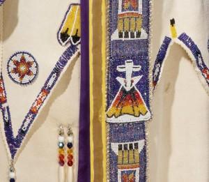 Долго билась в поисках индейской одежды ( хотелось понять какие цвета используются в индейских узорах...