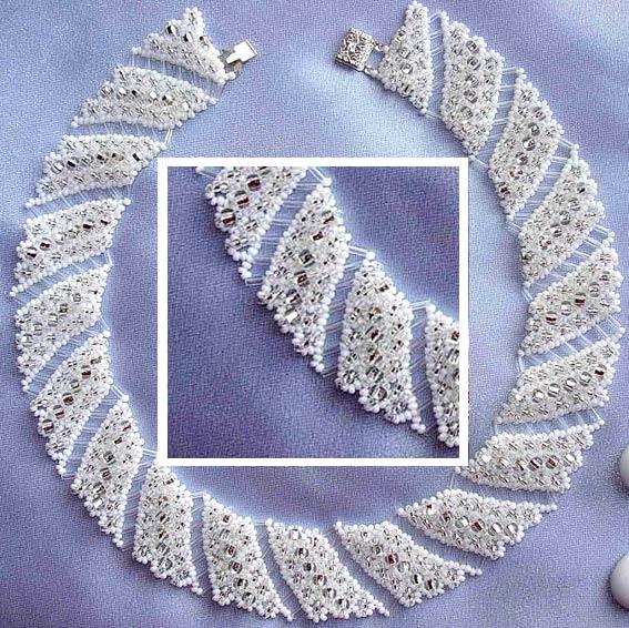 """Ожерелье из бисера """"снег в серебре"""""""
