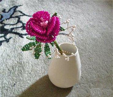 Цветок из бисера своими руками.