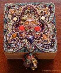 шкатулка украшенная бисером