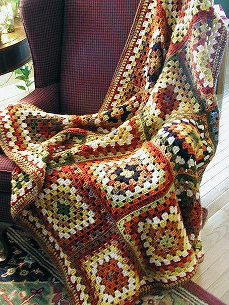плед на кресло из квадратных мотивов крючком