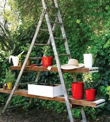 Садовая лестница в декоре дачного участка