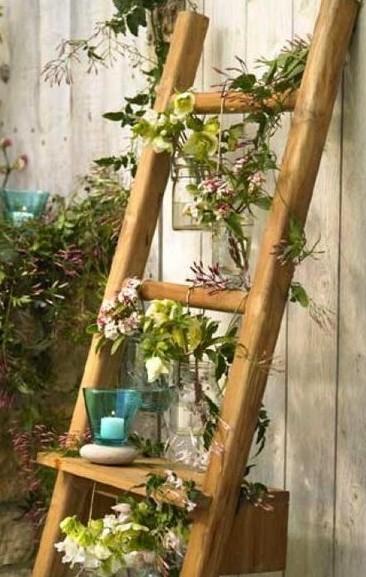 Декорирование на даче - деревянная лестница