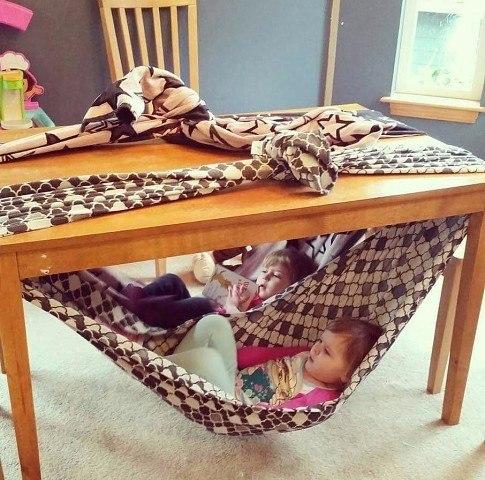 Детский игровой домик под столом - гамак из ткани