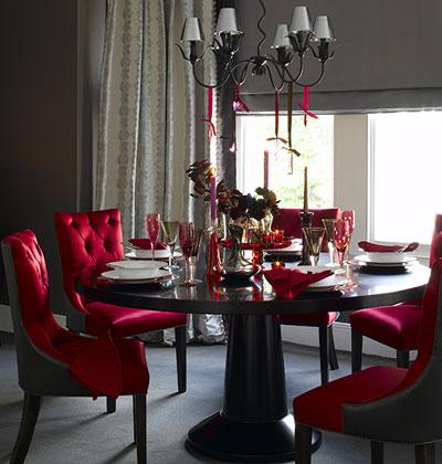 декорирование интерьера праздничного стола в красном цвете