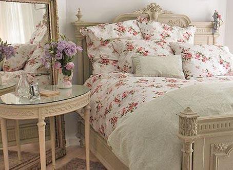 Романтичный дизайн: спальня в стиле Шебби Шик.