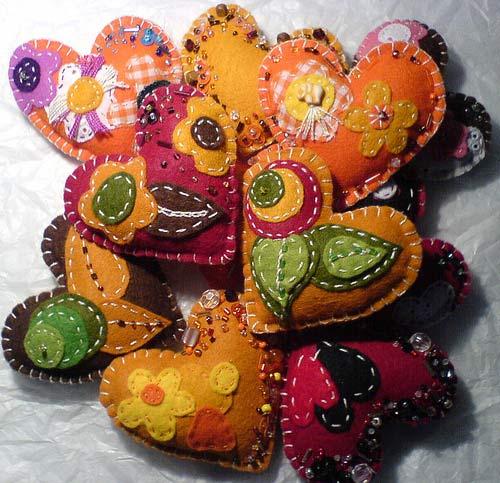 Фетр идеально подходит для создания поделок и мягких игрушек.  Фетр производят из натуральных и синтетических волокон.