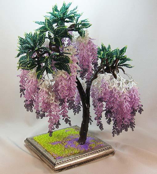 А хотели бы и вы перенестись в страну сказок и изготовить из бисера дерево необыкновенной красоты - глицинию.