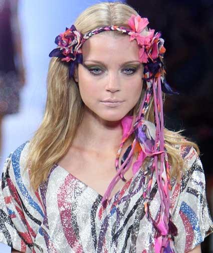 Ободок для волос собственными руками сделанный из бисера.