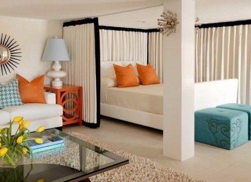 Идея зонирования гостиной с уголком спальни