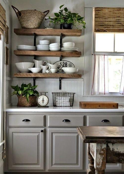 Прованс в интерьере кухни - фото идеи полочек