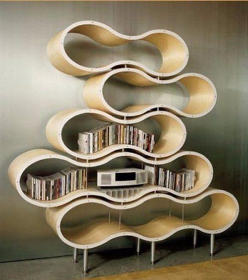 Необычная полка для книг в виде ленты