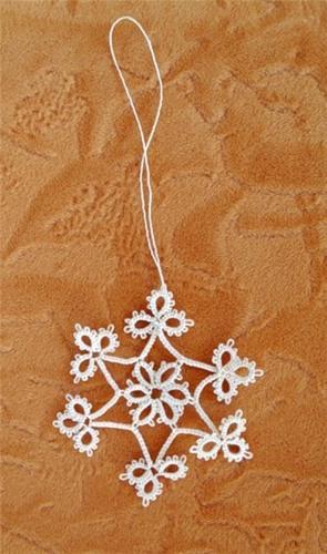 Украшение на елку - вязаная снежинка