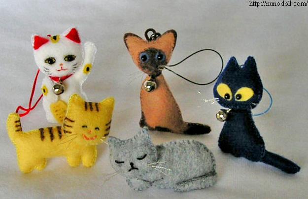 Кошачье семейство брелки из фетра с