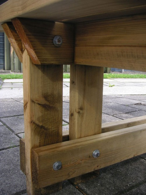 Крепление элементов скамейки