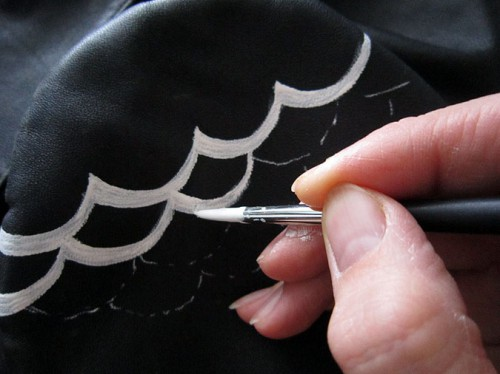 Роспись куртки акрилом - автор Shraddha (11)